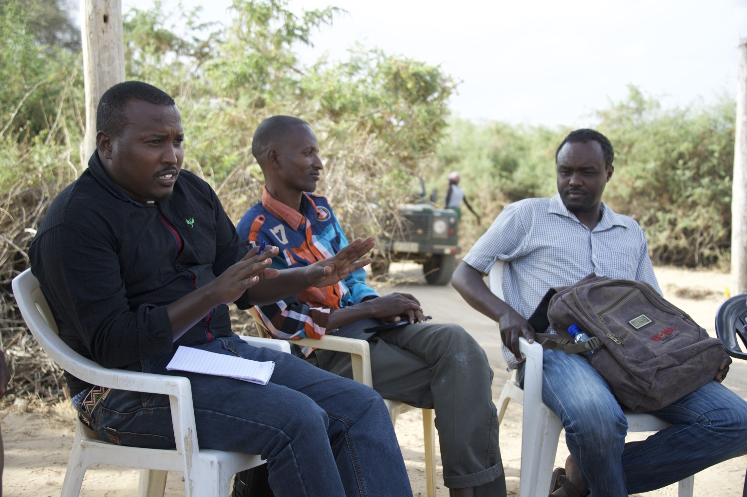 Field Operations Manager, Meshack Omarre, meets with a team of mentors.